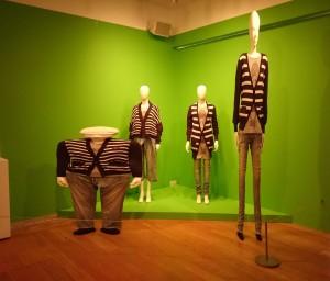 """Vue de l'installation """"Wideshortslimlong"""", Anrealage, Automn/Winter 2010"""